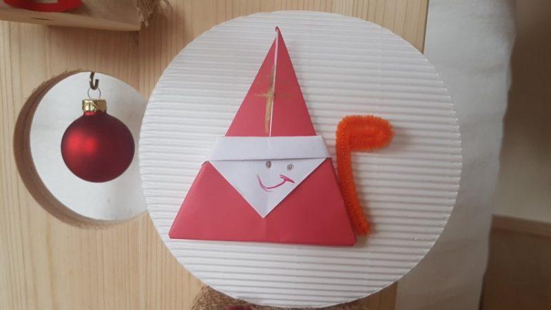 Eine schöne Weihnachtsdeko - Ganz leicht einen Origami Nikolaus falten aus Papier