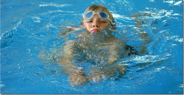 Stephanie Hofschlaeger_pixelio de Schwimmen
