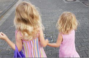 Mamagedanken: 2 Schwestern im Kindergarten