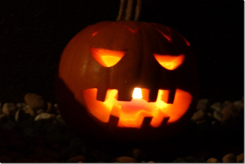 Halloween Kürbis bei Nacht