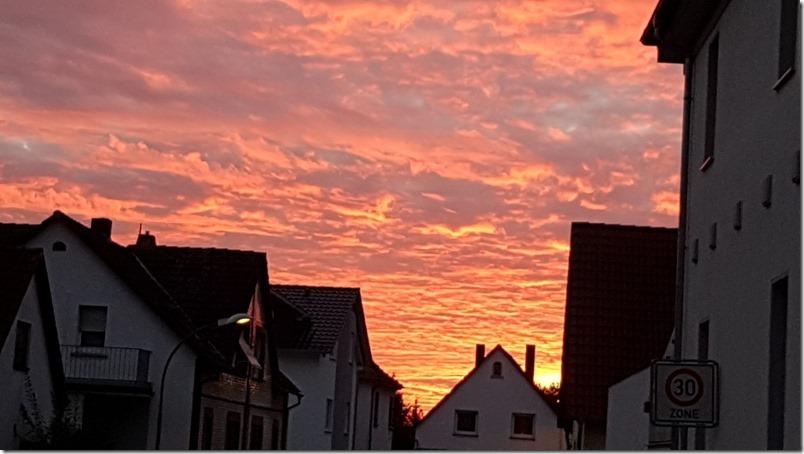 Roter Abendhimmel mamazde