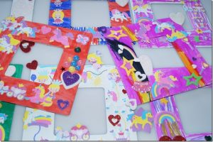 Bilderrahmen basteln – Bastelidee für den Kindergeburtstag