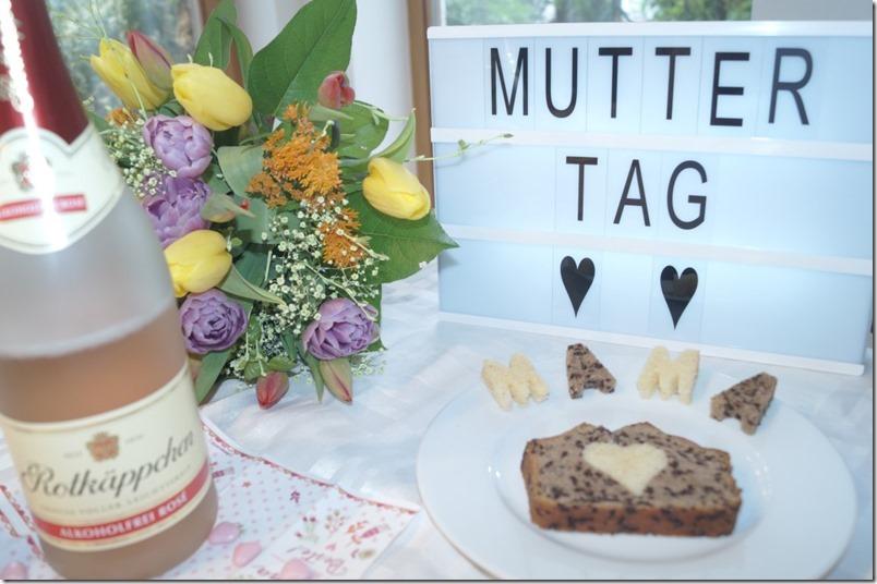 Muttertag Zutaten Sekt Kuchen Blumen