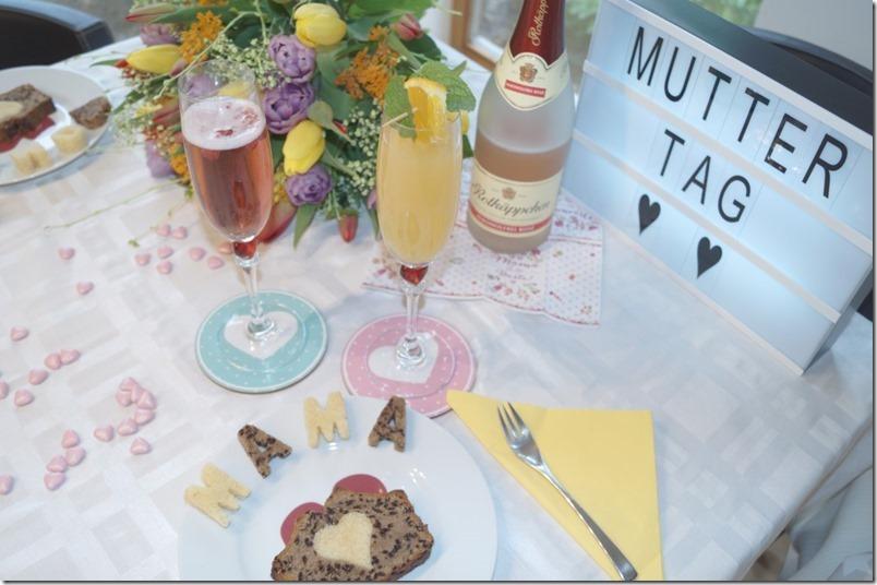 Muttertag gedeckter Tisch