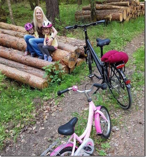 Radtour mit Kindern im Wald